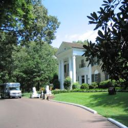 The 6 Best Hotels Near Elvis Presleys Graceland Memphis Usa