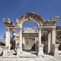 Temple of Hadrian, tr