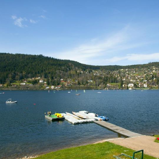 Водные виды спорта на озерах Жерардмер и Ксонрюп-Лонжемер