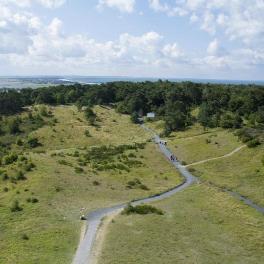 Fiets door het landschap op het eiland Hiddensee