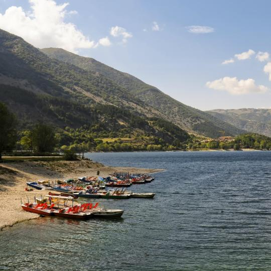 Mountain views and water activities on Lake Scanno