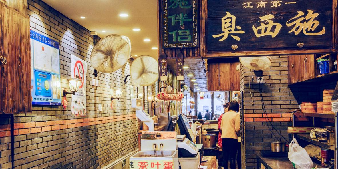 A typical restaurant offering local dishes such as stinky tofu