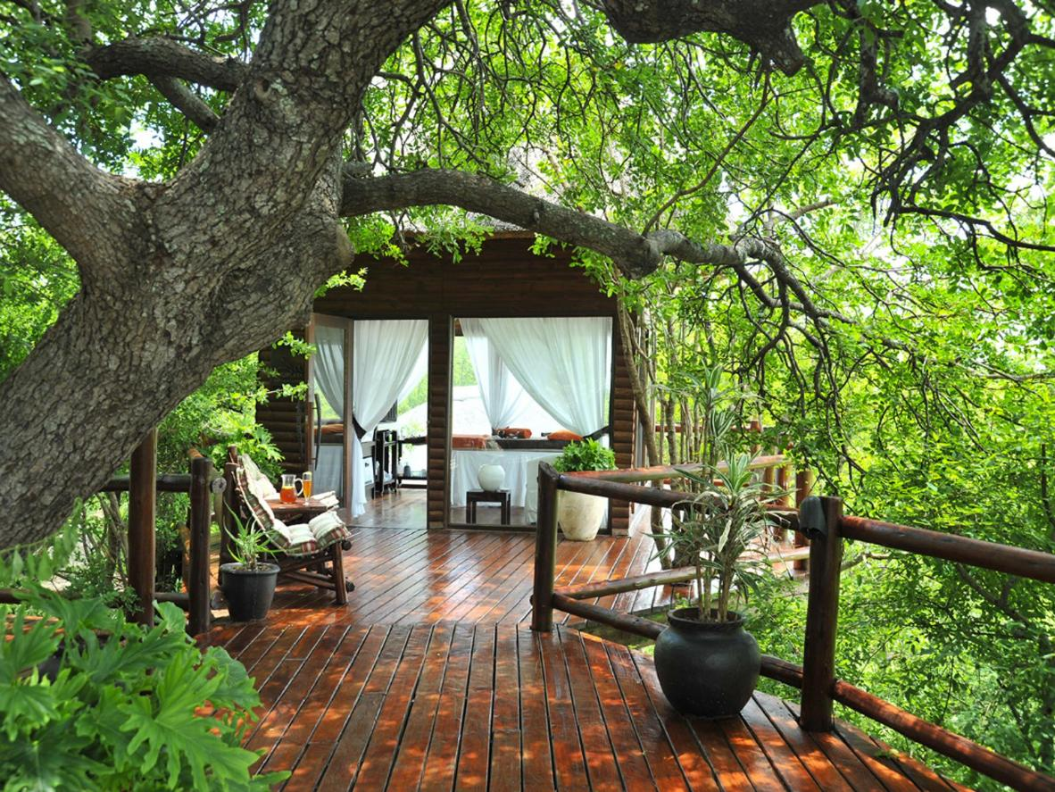 These safari-style suites have private decks and rock pools