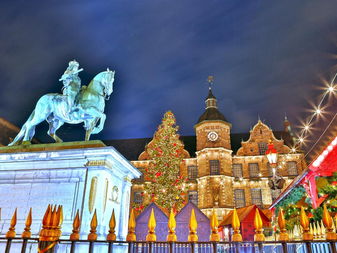 Find the perfect gifts for your loved ones amongst the hundreds of stalls at the Düsseldorf Christmas Markets