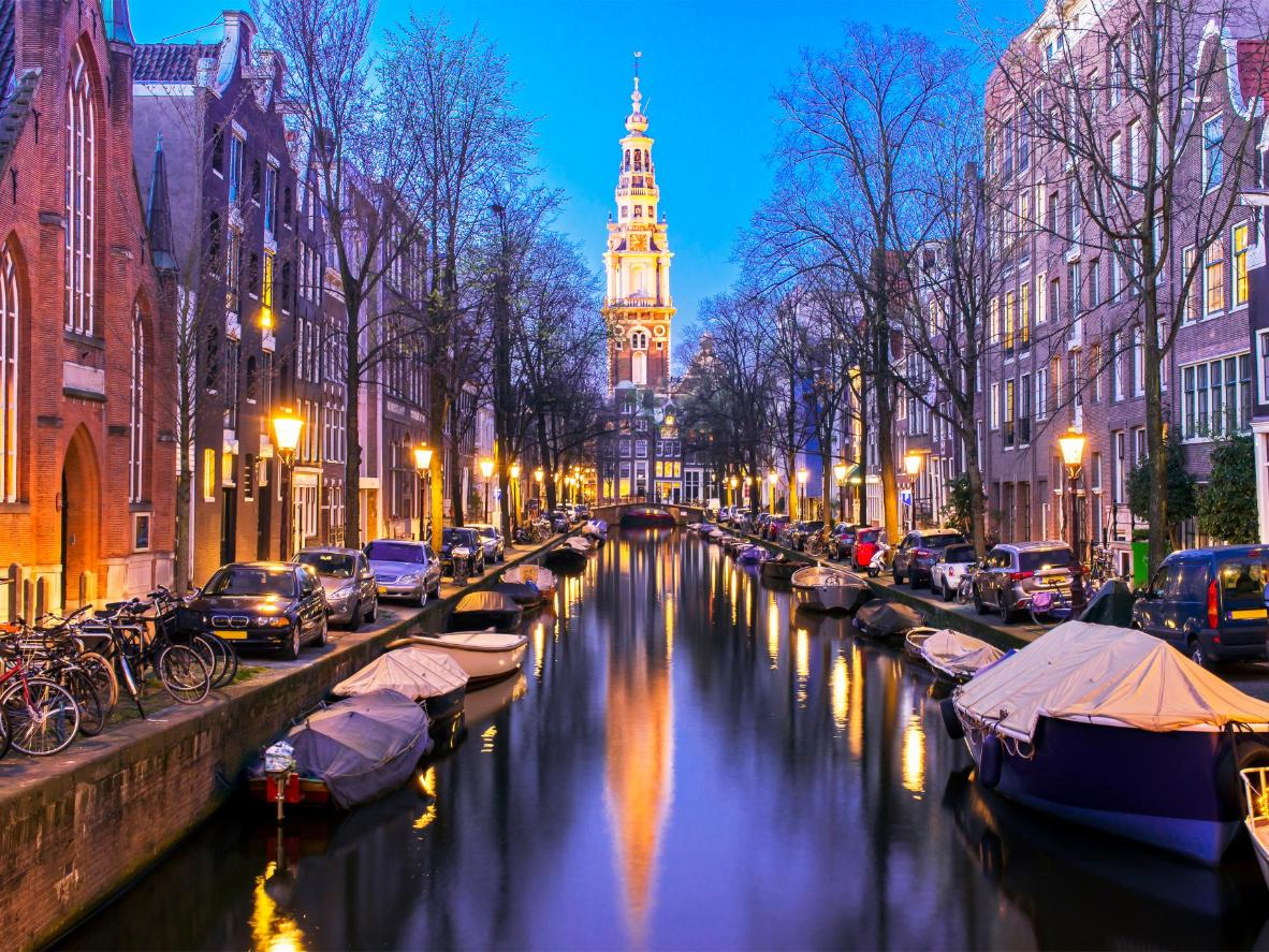 Cycle along the canals of cosmopolitan Amsterdam