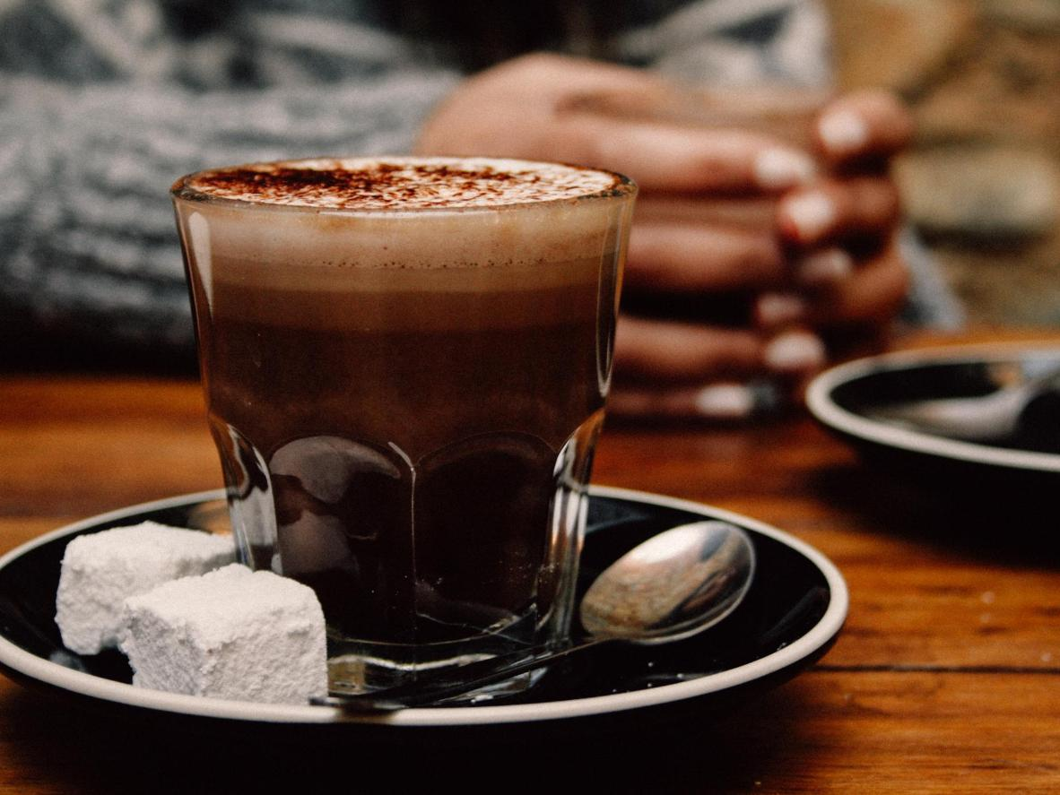 Keep warm with a thick hot chocolate during a Canela winter