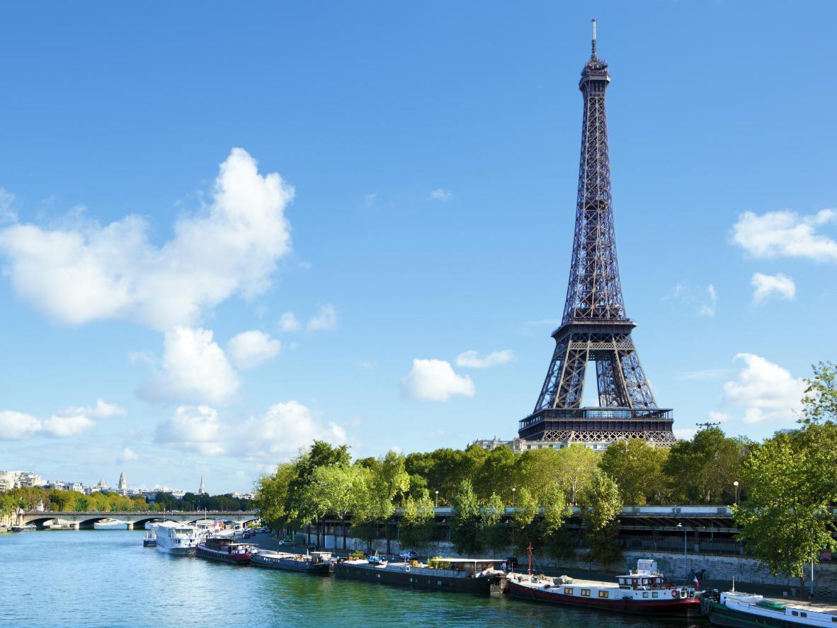 Mientras los parisinos escapan en sus propias vacaciones de verano, la ciudad es suya para explorar.