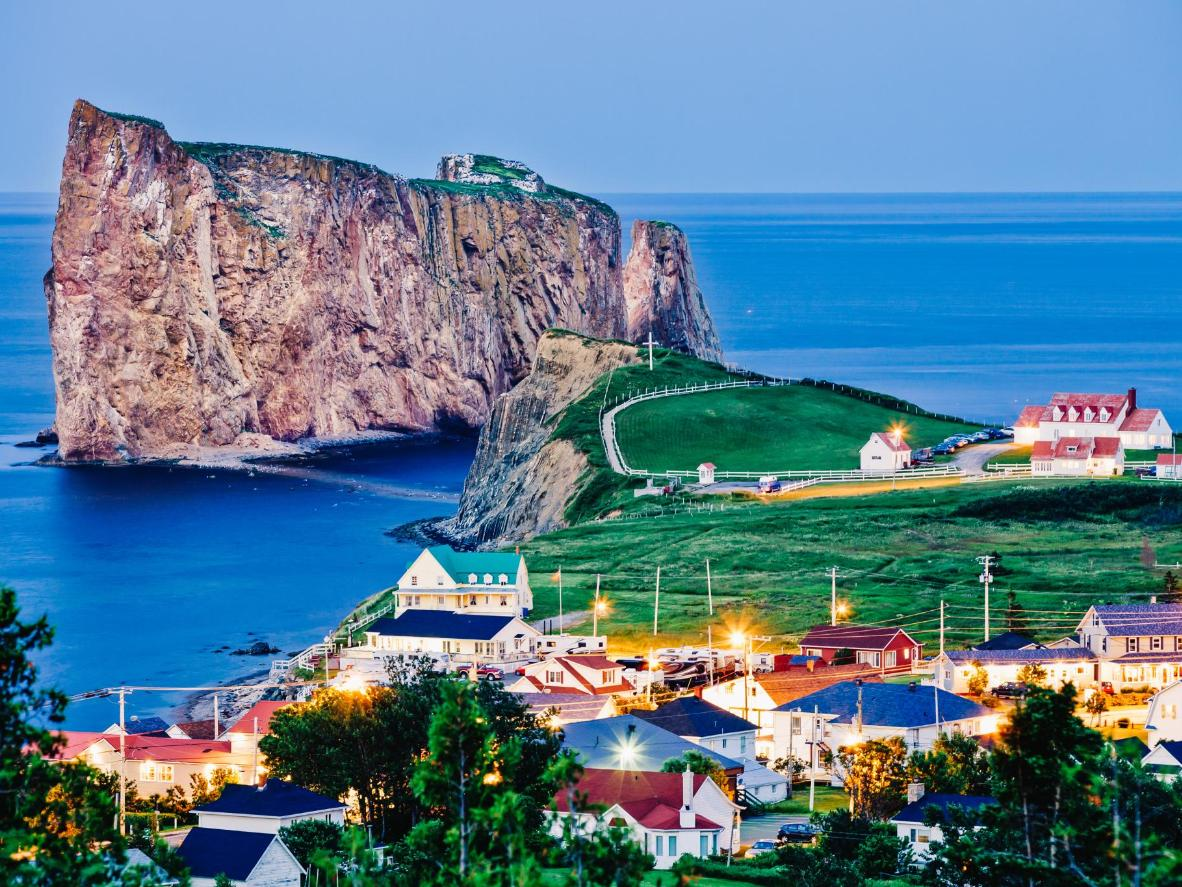 The view over the town and Percé Rock