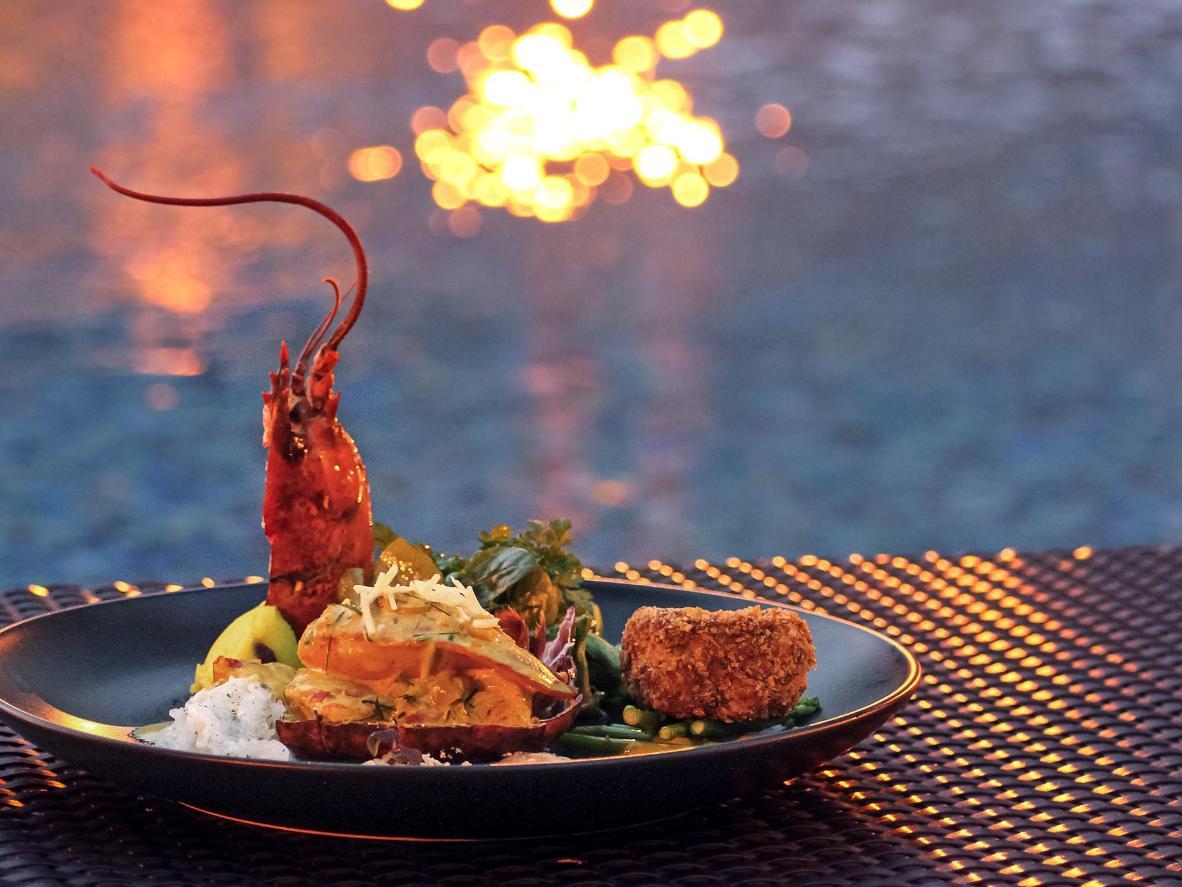 Cena a base di frutti di mare al tramonto, in Florida