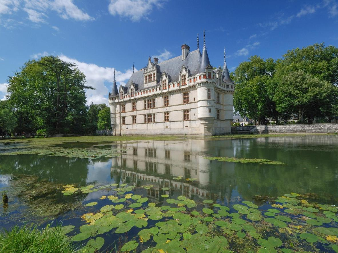 7 of europe s most captivating castles for Hotel design loire