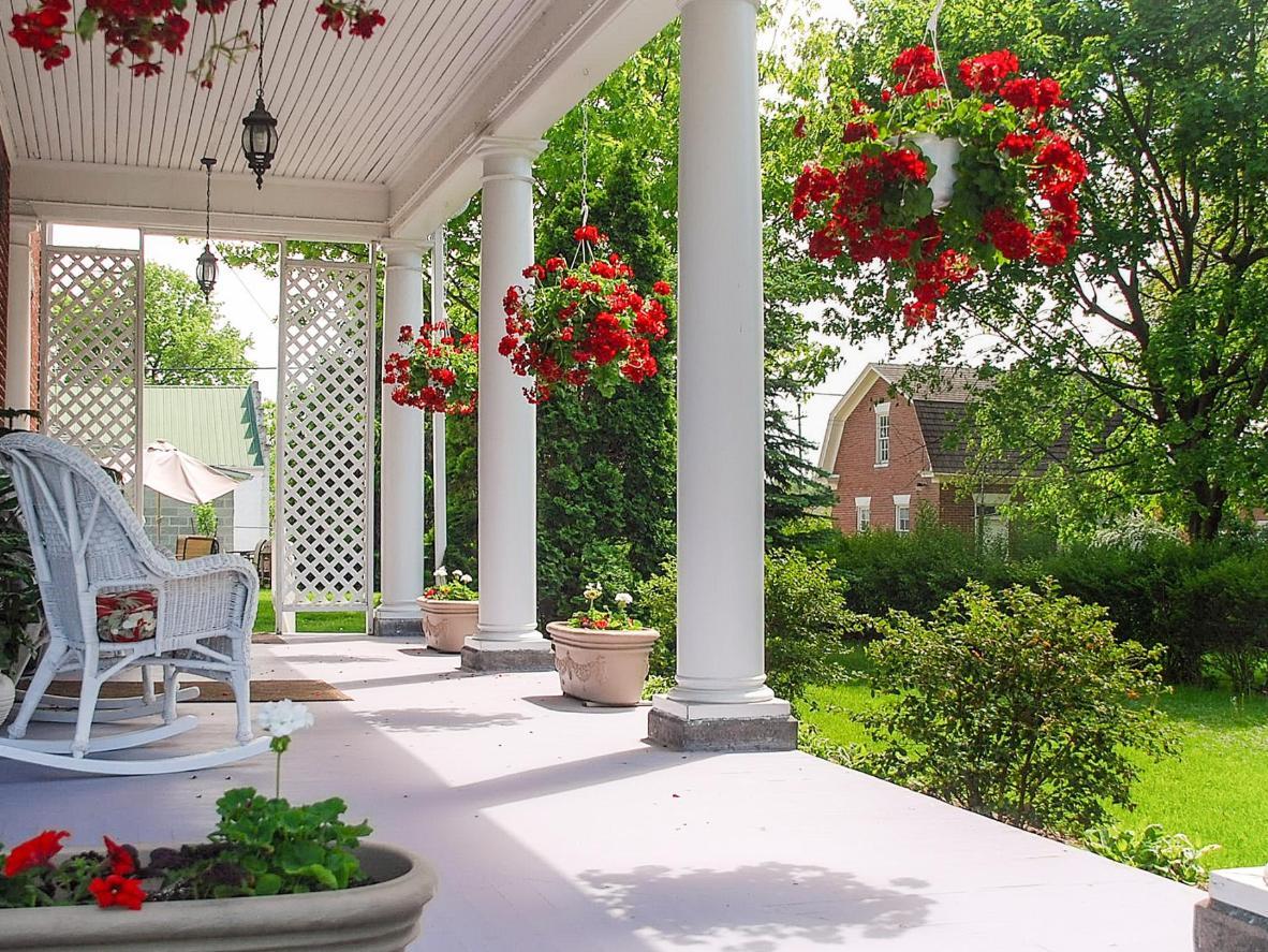 The verandah at Keystone Inn