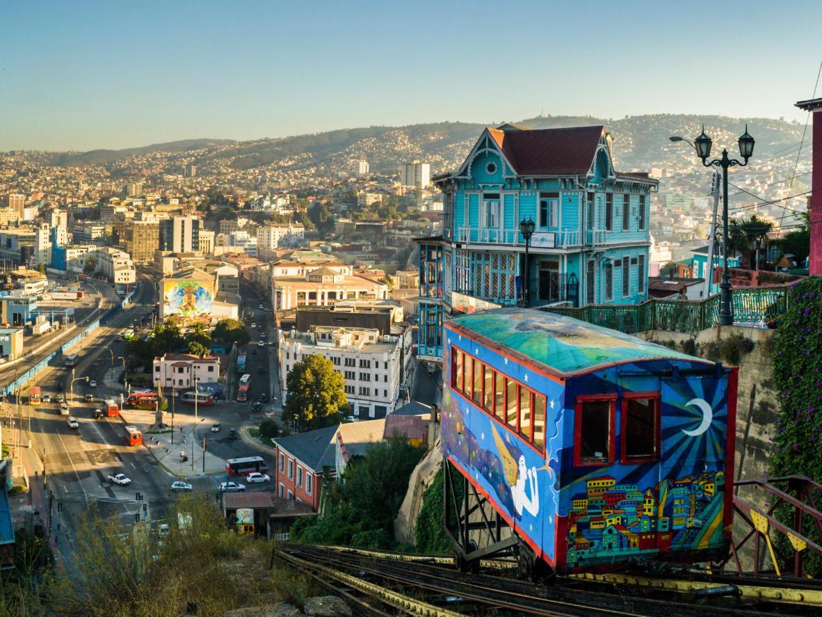 Admirez le street art coloré de Valparaíso