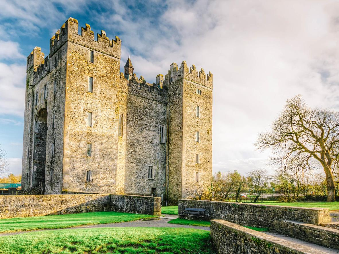 Be welcomed to the banquet to the tune of a kilted piper at Bunratty Castle