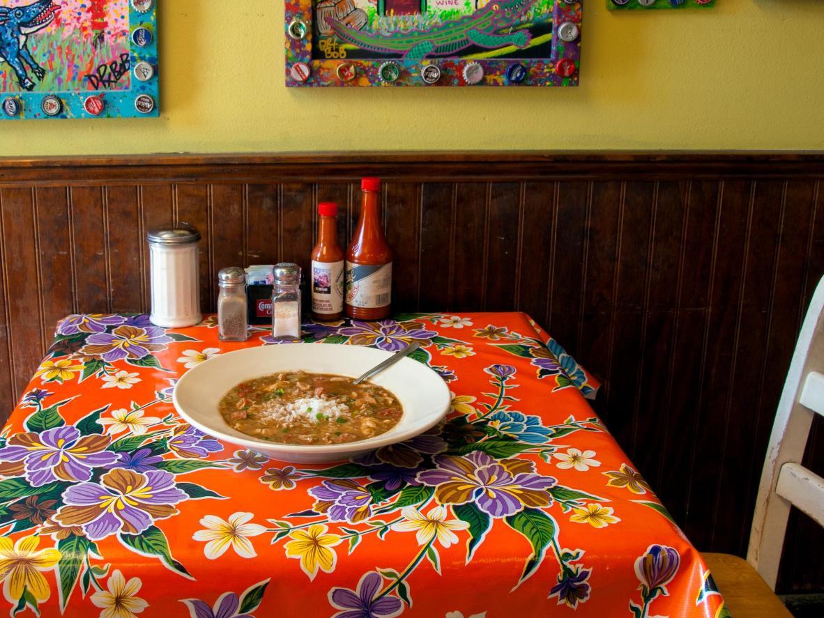 Para disfrutar de lo último en gumbo, diríjase al Barrio Francés de Nueva Orleans