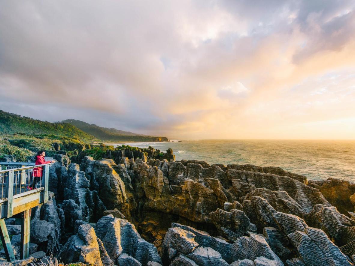 Admira la formación rocosa de 30 millones de años conocida como 'Pancake Rocks' cerca de Punakaiki