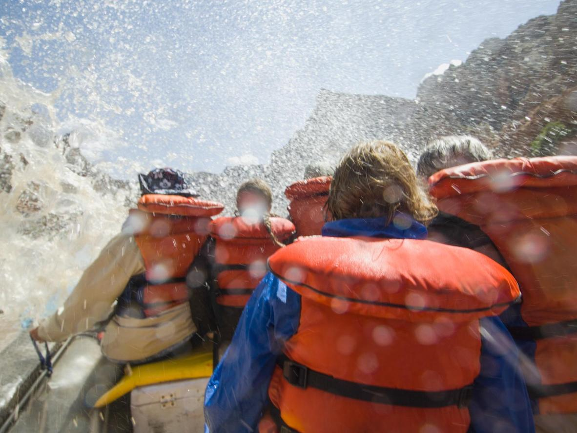 Rafting en aguas bravas en el río Colorado