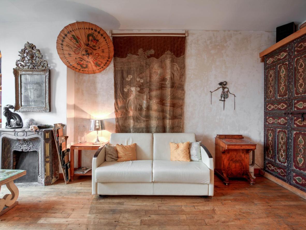 Esta almohadilla de estilo bohemio domina las calles medievales y la gran arquitectura