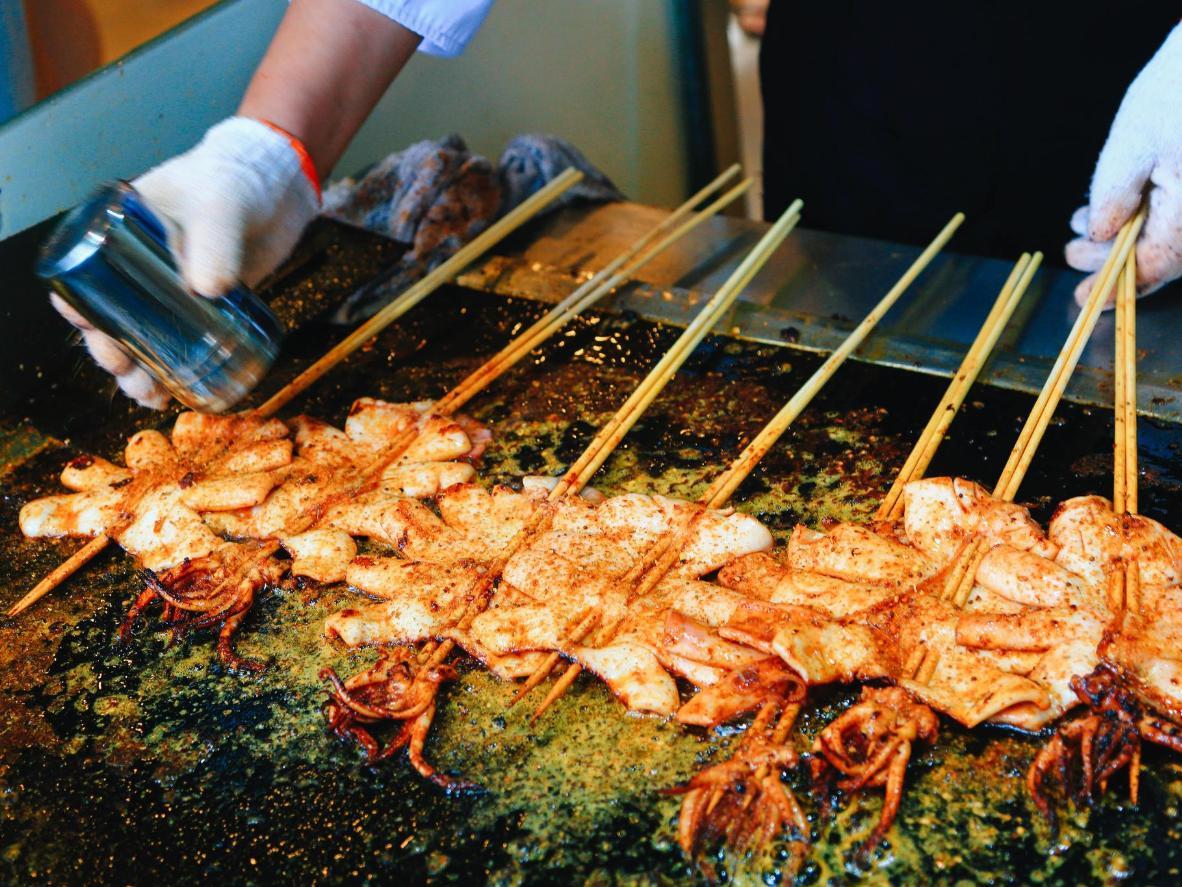El calamar a la plancha sazonado con chili es una especialidad de Shanghái