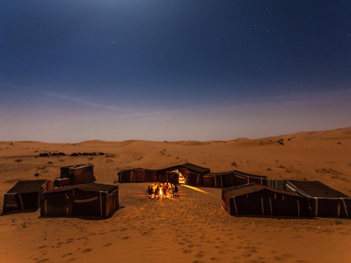Noche en las dunas de Erg Chebbi.