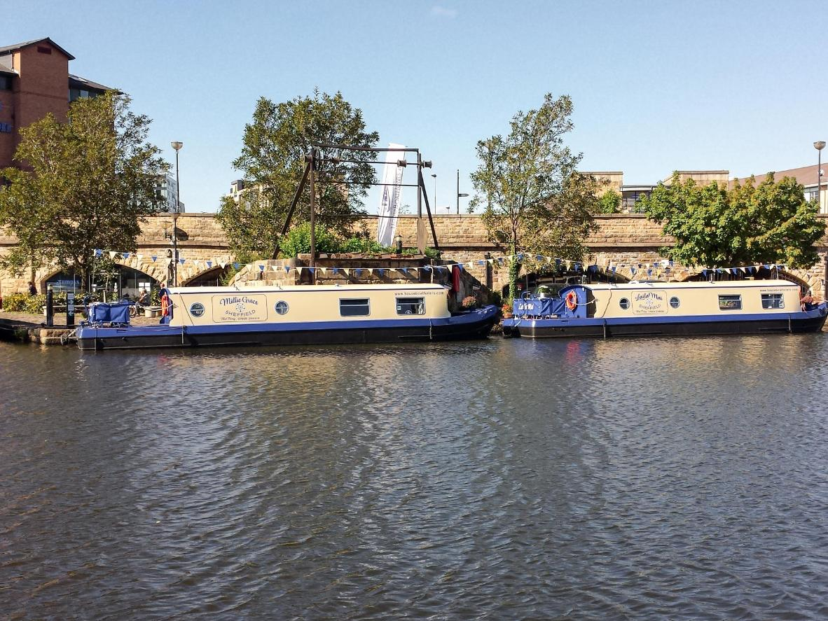 Houseboat Hotels in the Peak District