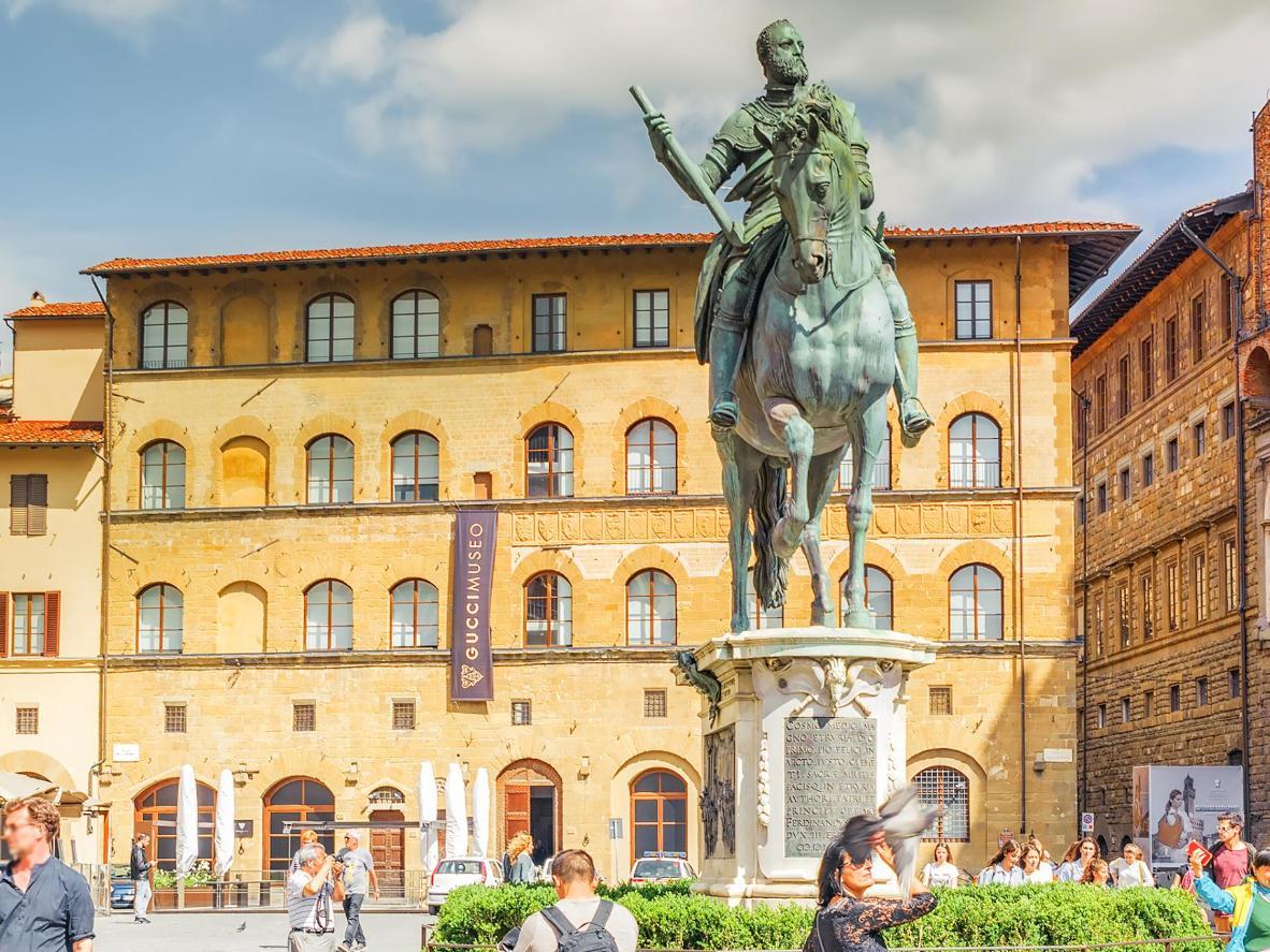 The L-shaped Piazza della Signoria