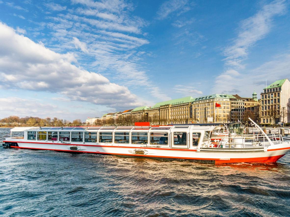The Jungfernstieg pier in Hamburg