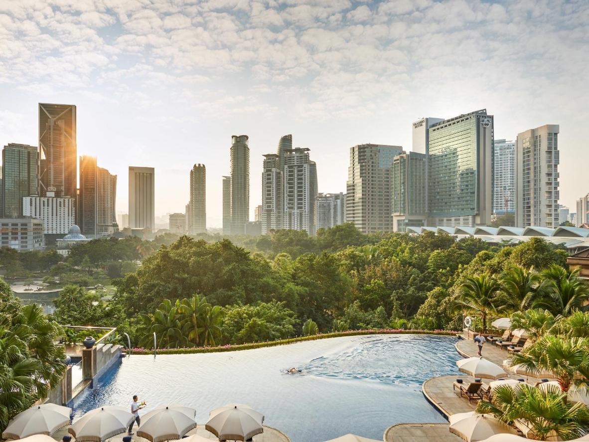 Zanurz się w basenie bez krawędzi w Kuala Lumpur