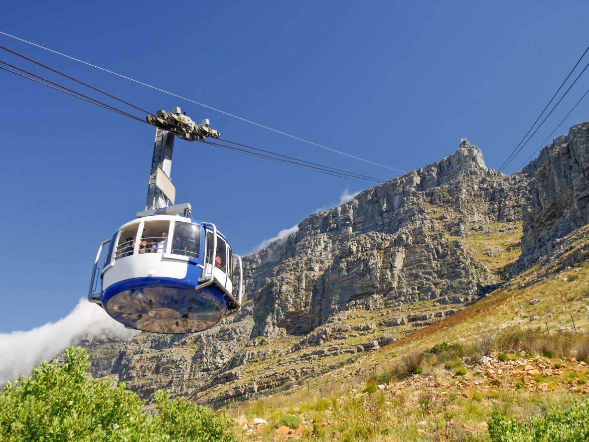 Genießen Sie die Aussicht vom Tafelberg auf das Kap mit der 360-Grad-Seilbahn