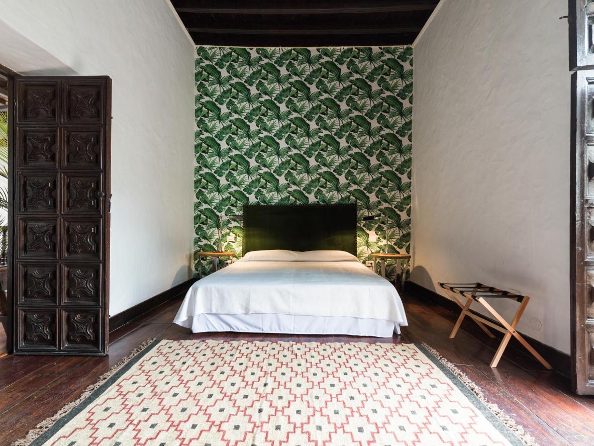 Alti soffitti in legno e porte in intagliate in una villa storica alle Canarie