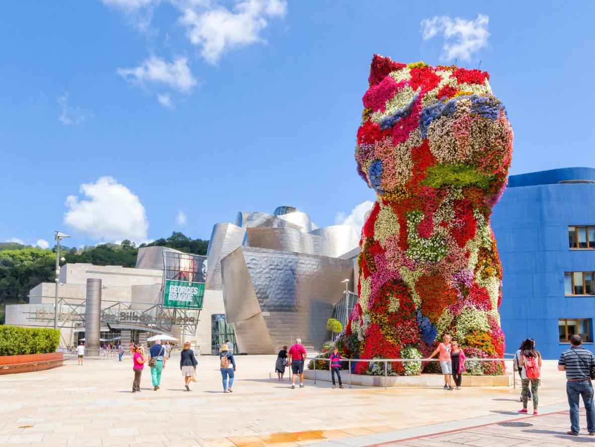Jeff Koons' giant 'Puppy' outside Bilbao's Guggenheim