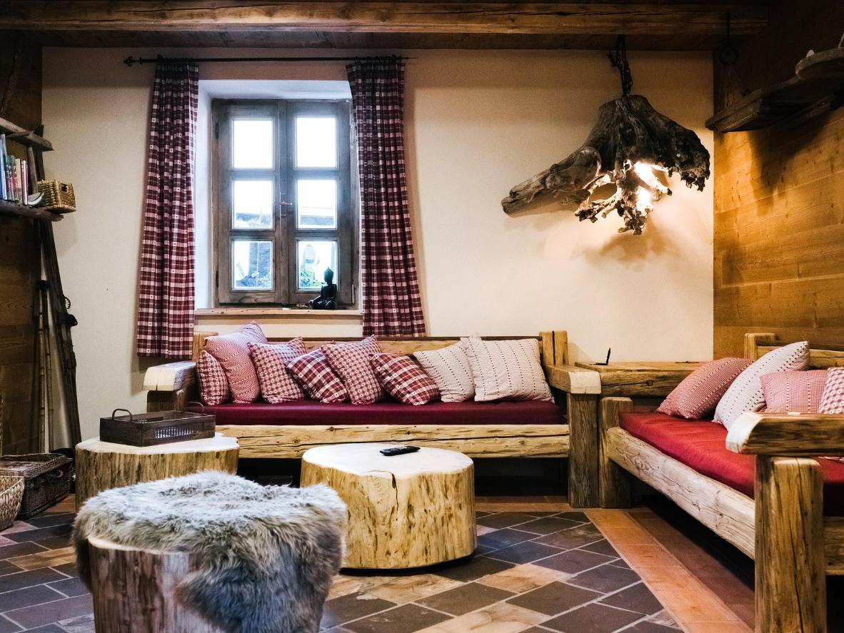 Reclaimed wood and lots of pillows turn the living area into a den
