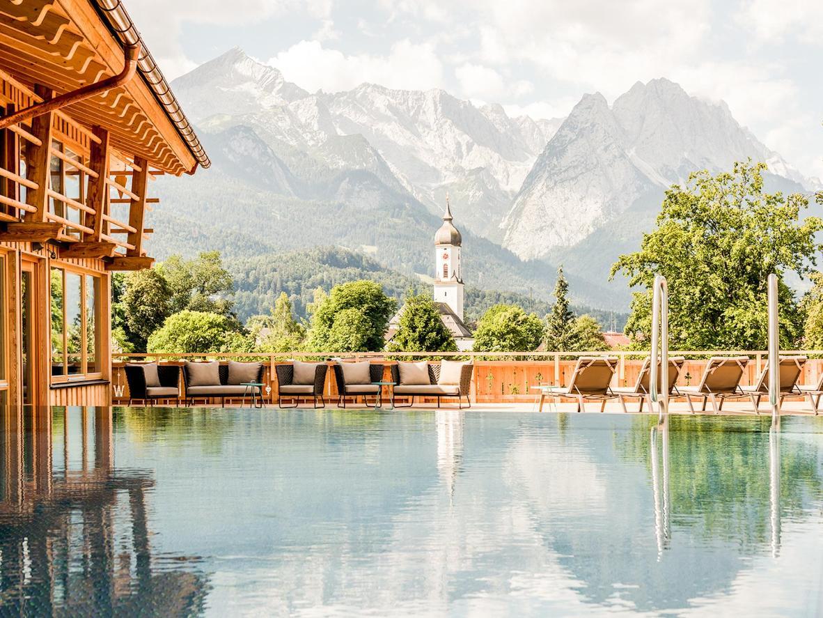 Genießen Sie einen perfekten Bergblick von diesem Ort in den Bayerischen Alpen
