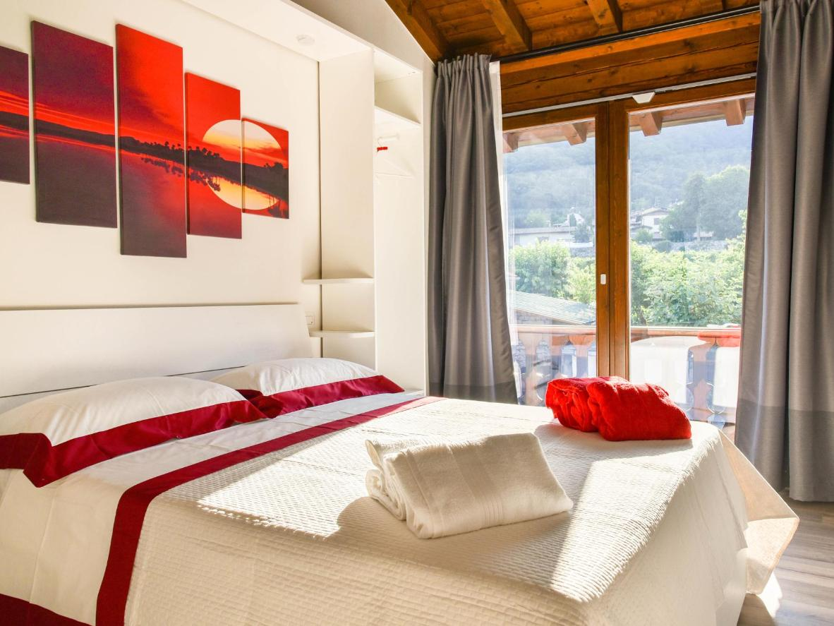 Enjoy the elegant décor and the hospitality at La terrazza sulle vigne B&B