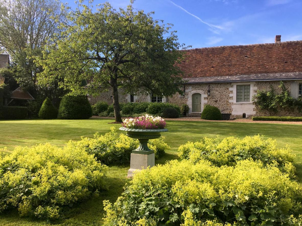 Treat yourself to a few days at Le Manoir de Maucartier