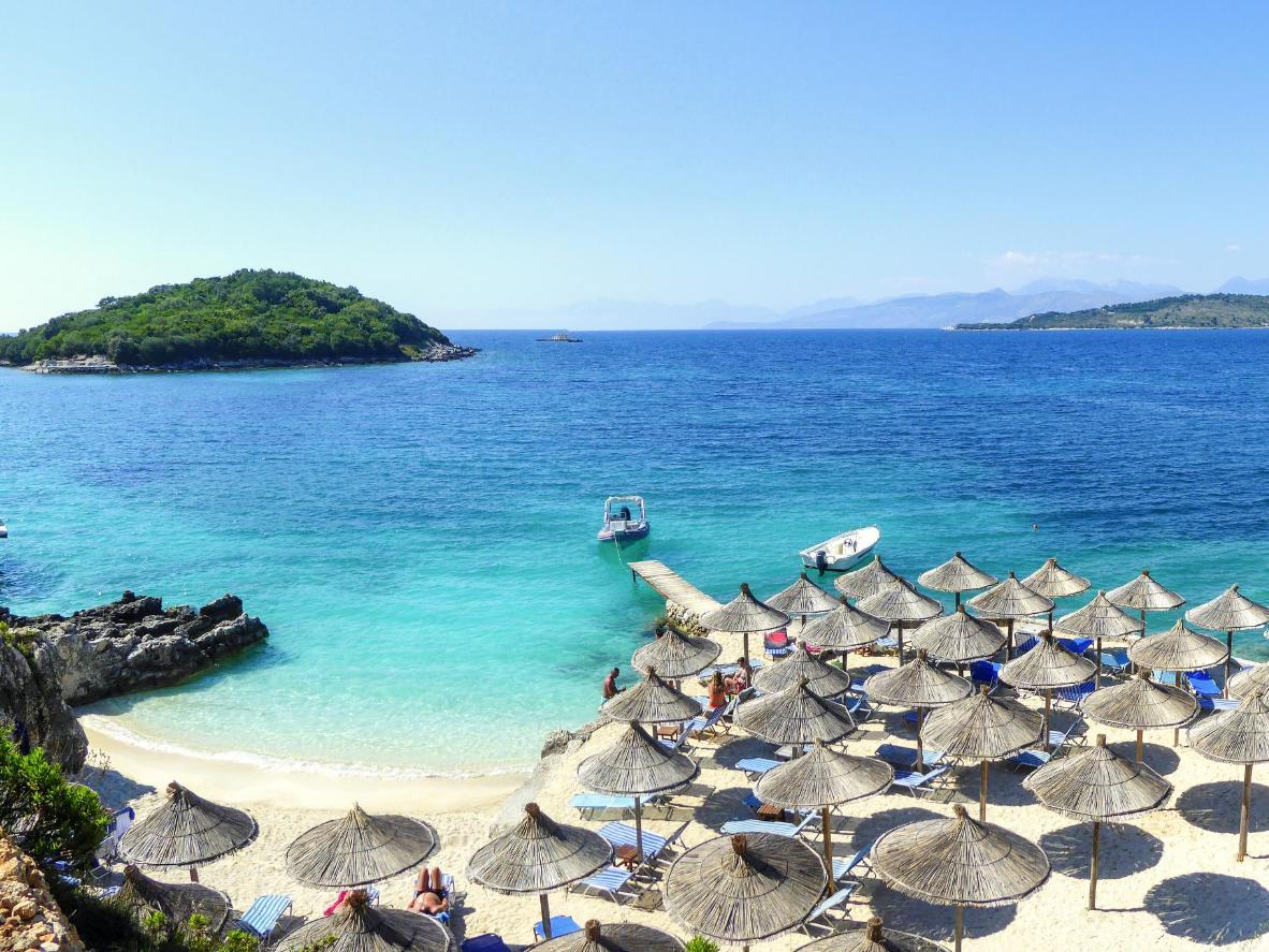 Las islas de Ksamil en el mar Jónico
