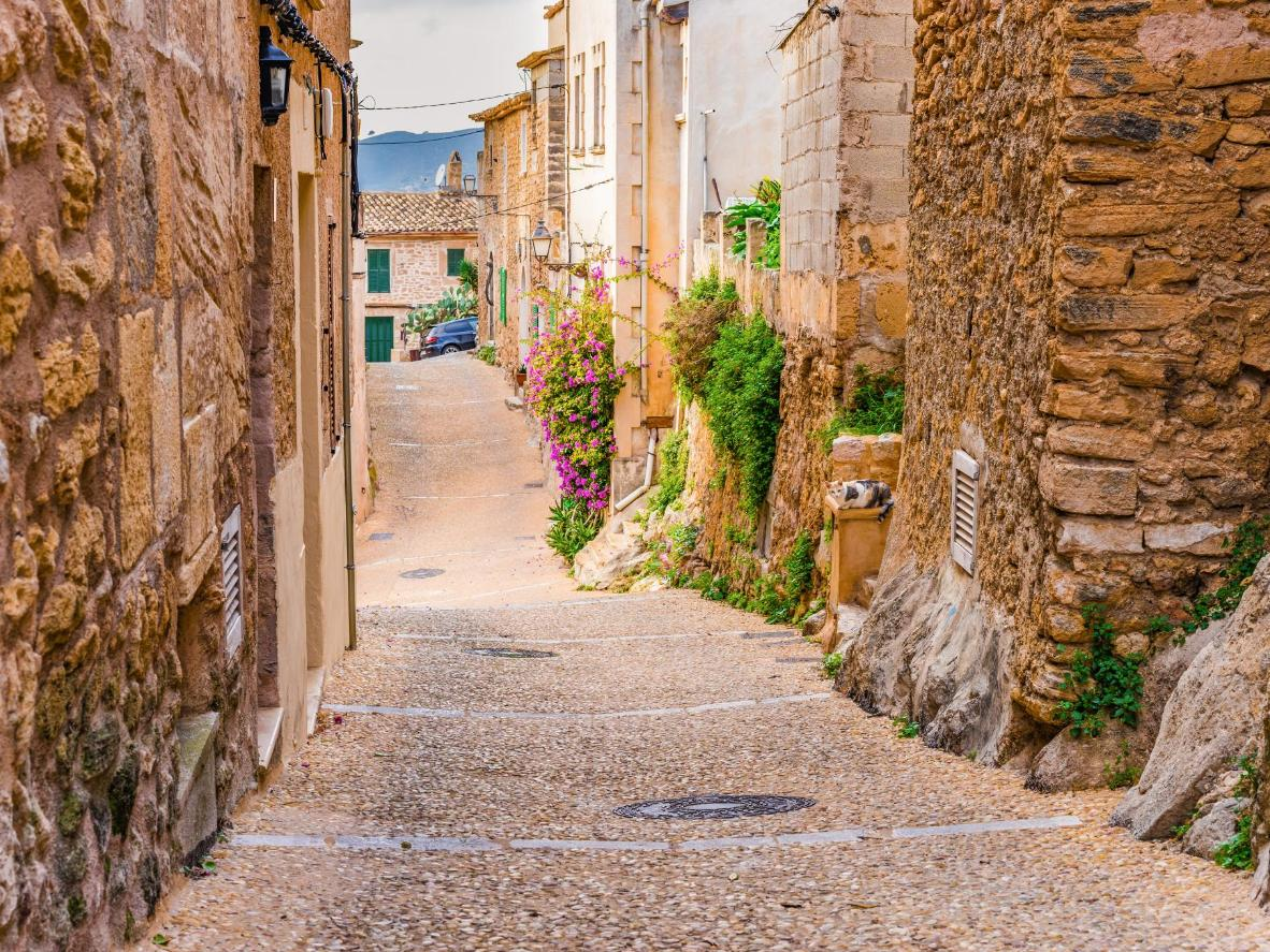 Wind through cobbled pathways as you make your way to the beach