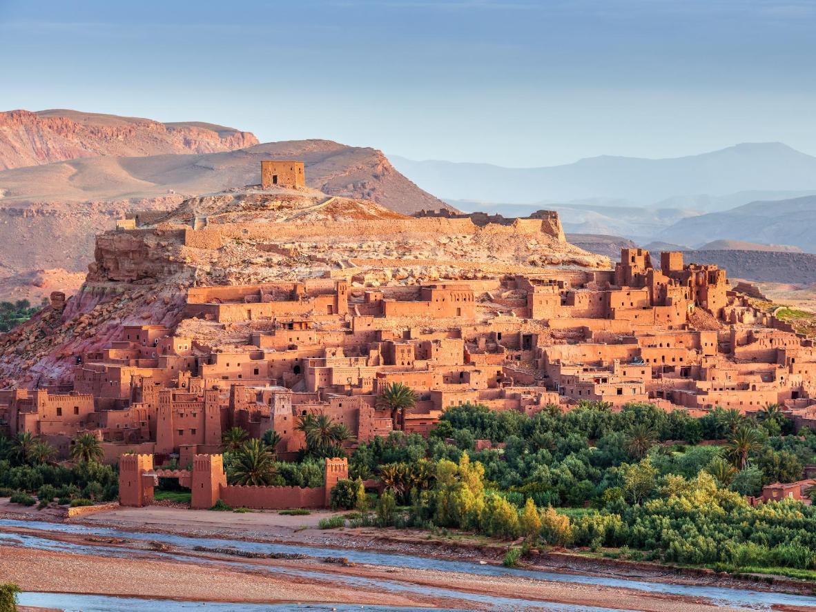 Observe el amanecer o el atardecer sobre la Kasbah en el antiguo pueblo fortificado de Ait Ben Haddou