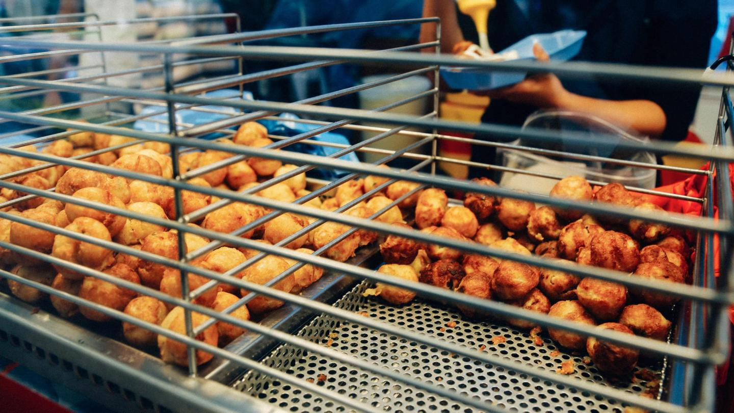 A delicious snack: deep-fried balls of flour, seafood, ginger, and spring onion