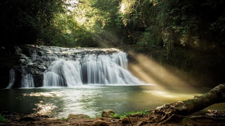 Encuentra el mejor lugar para las cascadas en Visconde De Maua