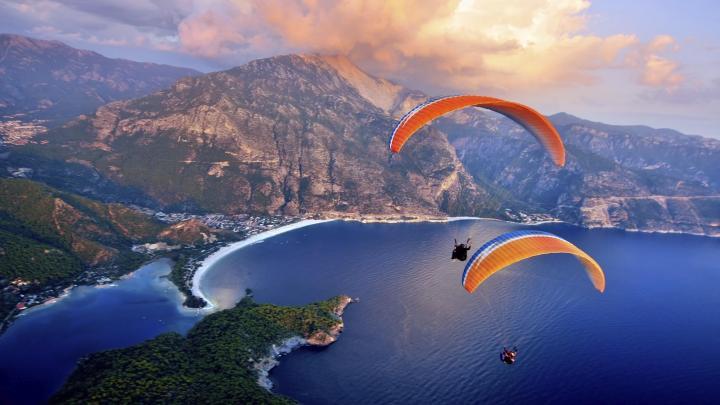 Encuentra el mejor lugar para el parapente en Fethiye