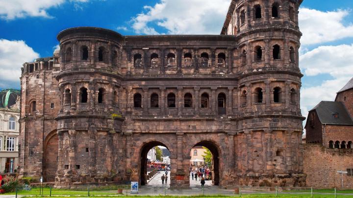 Encuentra el mejor lugar para las ruinas romanas en Trier