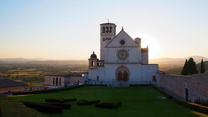 Encuentra el mejor lugar para las iglesias en Asís
