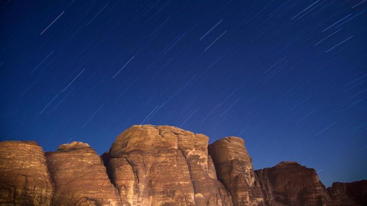 Encuentra el mejor lugar para observar estrellas en Wadi Rum