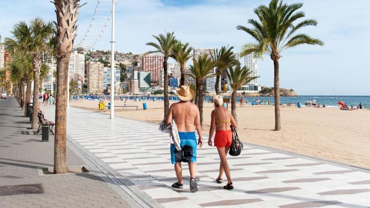 Encuentra el mejor lugar para los días soleados en Benidorm