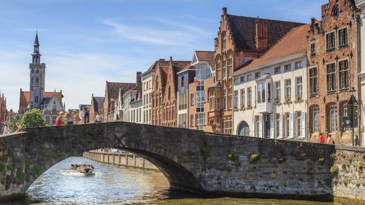 Encuentra el mejor lugar para pasear por la ciudad en Brujas
