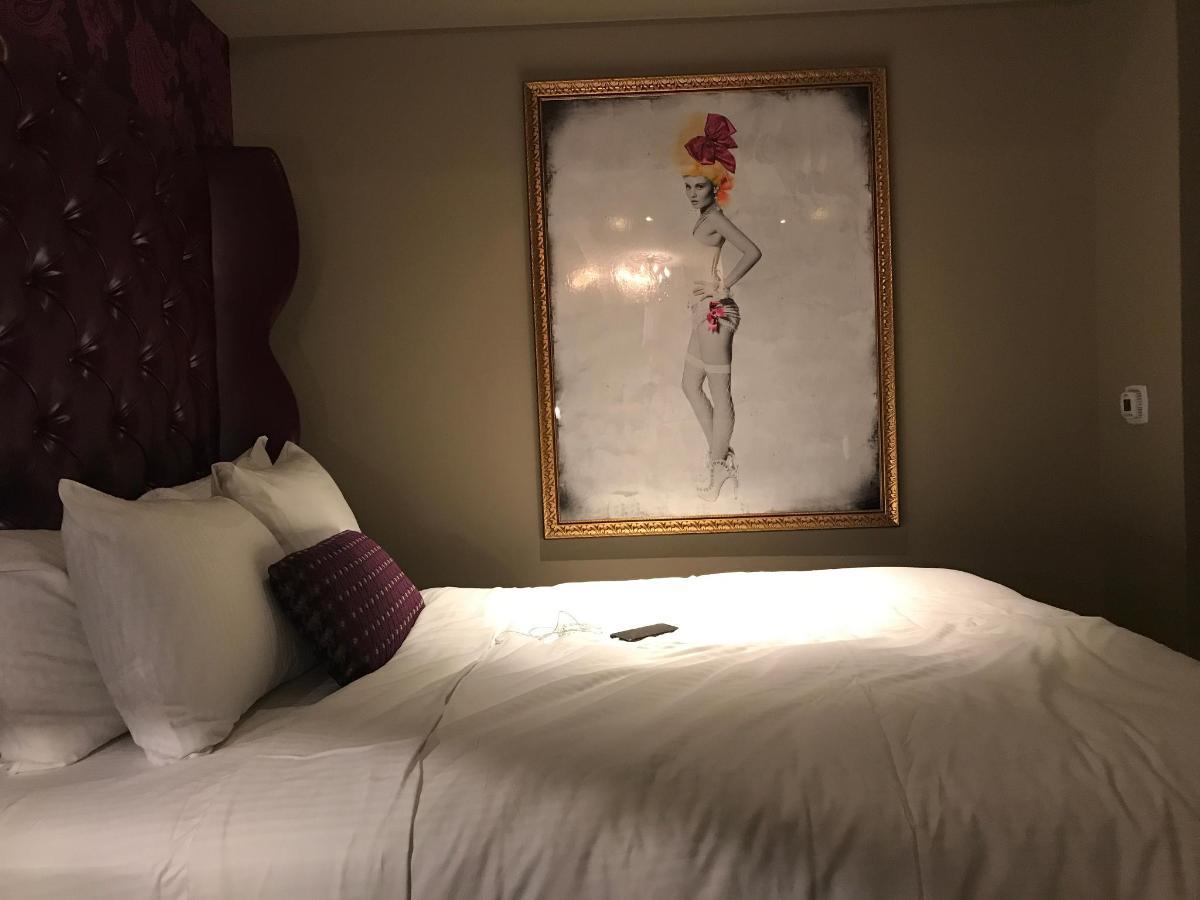 Great Night Sleep In Sexy Hotel Room