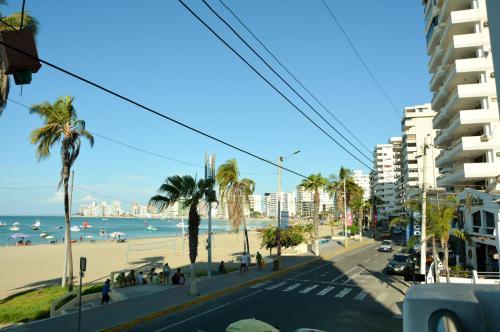 la playa en frente del apartamento
