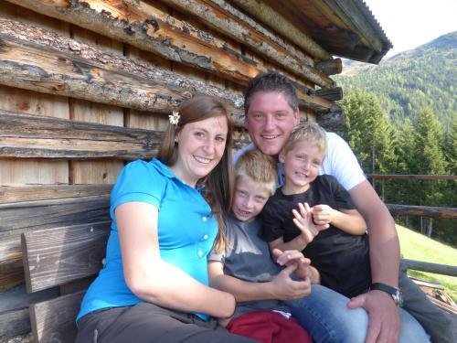 Oliver Banyai mit Lebensgefährtin Anja und Olivers Kinder Fabio und Matteo