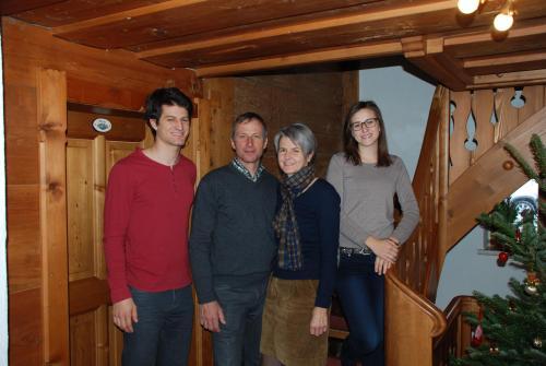 Hubert und Birgit Strolz mit Tochter Anna-Maria und Sohn Johannes