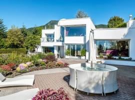 W Vancouver Ocean-view Luxury House, Eagle Harbour